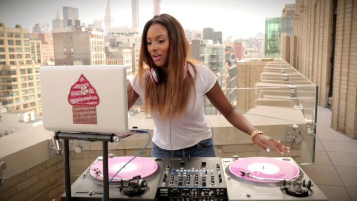 dj cuppy in action